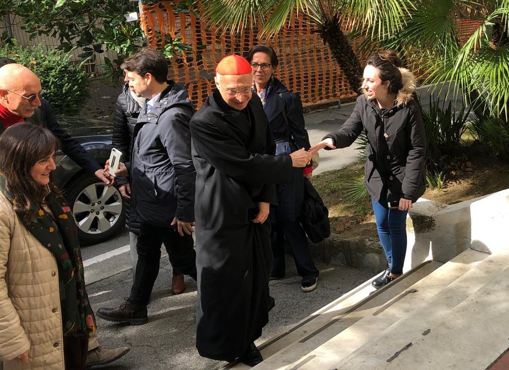 """Il Card. Bagnasco e l'Assessore Sonia Viale in visita a """"Il Basilico"""""""